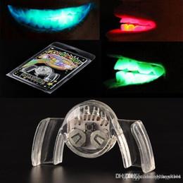 Deutschland Wholesale-1 PC Bunte blinkende blinkende Klammer-Mundschutz-Stück-Leuchte festliche Partei-Versorgungsmaterial-Glühen-Zahn Lustige LED leuchten Spielzeug Versorgung