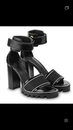 Sandálias de tira elástica on-line-Mais novo Mulheres de Luxo Popular genuíno Couro sandálias tornozelo-cinta robusto salto confortável elástico Estrela Trilha Sandália com caixa original