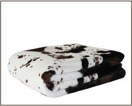 2019 lanças de pele 125 * 150 cm vaca cobertor de peles artificiais estilo camadas duplas macio pvc de pelúcia reversa tecido de lã polar lance cobertor para camas lanças de pele barato
