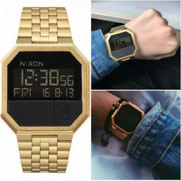 Deporte llevado mujeres reloj digital online-@NEW Comercio al por mayor-Nuevo Cassio digital plateado de oro reloj cuadrado impermeable para hombres Reloj deportivo Reloj para mujer Reloj LED para pareja