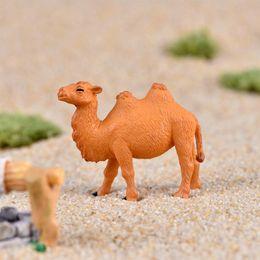 2019 camelos plásticos Mini Planta De Jardinagem Do Camelo Do Deserto Estatueta Em Miniatura De Plástico Artesanato Ornamento Presente Cactos Suculenta Pote Bonsai Acessório Decoração DIY Jardim de Fadas camelos plásticos barato