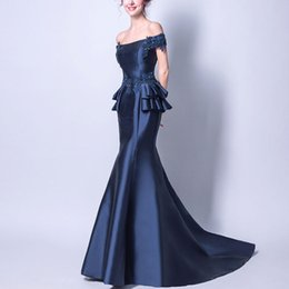 Canada 2019 élégante marine bleu sirène robes de soirée balayer train hors épaule lace up bal robes perles dentelle femmes robe formelle supplier navy lace off shoulder prom dress Offre