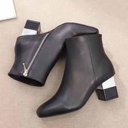Paris marka moda lüks kadın deri Martin çizmeler web ünlü sıcak stil sıska çizmeler çıplak çizmeler özelleştirilebilir Büyük boy ayakkabı 01 nereden