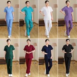 Uniforme de enfermera ropa online-Los médicos hospitalarios de medicina Establece uniformes de manga corta trajes Clínica Dental del salón de belleza Ropa de trabajo Ropa de enfermería matorrales y camisetas Pantalones