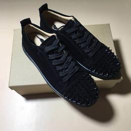 b975b2aa28b Homem mulheres sapatos casuais Triângulo rebites fundo preto e vermelho  sapatos de Couro Genuíno Com sapatos de grife unisex homens da moda tênis  sapatos de ...
