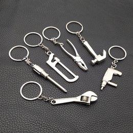 Yaratıcı Mini Araçları Anahtarlık EDC DIŞLI Survival Kit Açık Kamp Yürüyüş Acil Araçları Anahtarlık Anahtarı Kolye Hediye nereden