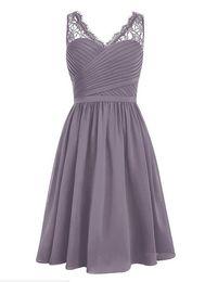 2019 ordem rosas azuis Clássico V Neck Lace curto da dama de honra vestidos plissados plissados Chiffon na altura do joelho Maid of Honor vestido de casamento Guest Wear Vestidos de baile personalizado