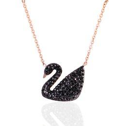 Titane acier exquise clavicule percé Black Swan collier collier de fraises collier en or rose costume antiallergie ? partir de fabricateur