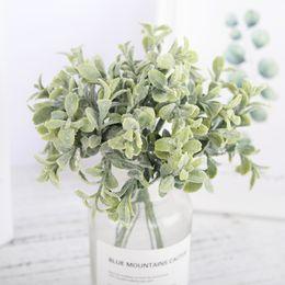 2019 folhas falsas diy 6 Pcs Plástico Flores Artificiais Falso Eucalipto Folhas Branco Pequeno Bouquet Diy Acessórios Do Falso Plantas de Decoração Para Casa de Casamento desconto folhas falsas diy