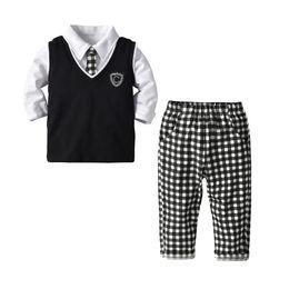 Trajes de muchacho preppy online-2019 Ropa de primavera para bebés Ropa para niños Estilo suave y elegante Camiseta con chaleco + Plaid Pantalón 3pcs set Hotsale 80 90 100 110 120 130
