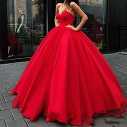 elegantes vestidos de noite vermelha Desconto Glamourosa sexy vestido de baile vermelho vestidos de baile com decote em v sem mangas lace-up sem encosto vestido quinceanera elegante peúgas de tule 2019 noite vestidos