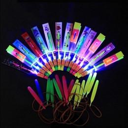 2019 presentes do natal do divertimento Presente de natal Incrível LED Light Arrow Foguete Helicóptero Voando Brinquedo Luz LED Flash Toys brinquedos do bebê Presente Do Partido Do Presente Xmas C presentes do natal do divertimento barato