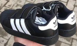 Estilo coreano da forma do verão dos meninos on-line-2018 da marca Top Primavera-Verão Nova Moda sapatos de grife infantil crianças estilo casual sapatos coreano sapatos teste padrão de costura para bebés