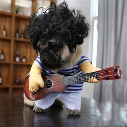 Guitarra divertida online-Nuevo traje de guitarra creativo Traje de perro Ropa interesante para gatos Estilo de guitarrista loco Mascota Paño divertido Cosplay Alta calidad 21 5qc