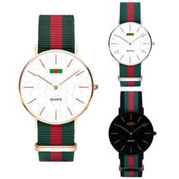 нейтральные женские часы Скидка Дизайнерские часы Fashion Nylon Ultra-thin Watch Neutral Watch Простые красные зеленые полосы Женщины Мужчины Наручные часы Кварцевые часы 36 40MM C71702