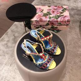 chunky sandálias de salto baixo Desconto 2019 novo estilo de verão com sandálias de cor rebite grosso de salto alto, meio com a primeira camada de couro sandálias de salto baixo tendência rebite