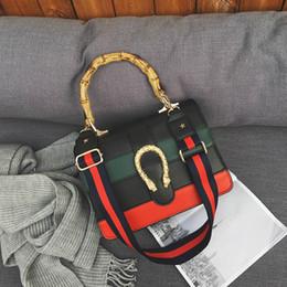 b2f800ca9d99 2018 новый женский сумка женская дизайнерская сумка сумка через плечо сумка  с бамбуковой ручкой 027