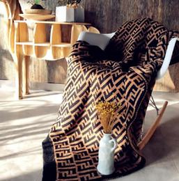 2019 moda camas F Carta Cobertores Carta Impresso Cobertor De Malha 127 * 152 CM Moda Cama Cobertor De Malha fio grosso Swaddling Início Sofá Tapete GGA2032 desconto moda camas