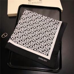 2019 lenço quadrado moda Moda simples mulheres bonitas primavera e verão multi-funcional pequeno lenço quadrado tamanho 50 * 50 cm lenço sem caixa lenço quadrado moda barato