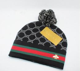 2019 ragazzi crochet cappello da sole 2019 marchio invernale uomo / donna / bambino Alfabeto Ricamo Cappelli cappelli di design hip hop per il tempo libero europeo e americano moda strada a maglia berretti