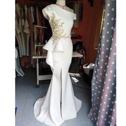 2019 berühmtheit, die ein schulterkleid trägt 2019 Sexy White One Shoulder Side Split Prom Kleider Schößchen Appliques mit Perlen Celebrity Gown Satin Sweep Zug Abend trägt rabatt berühmtheit, die ein schulterkleid trägt