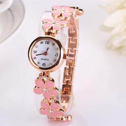 Relógio pulseira tendência on-line-Nova Hot Hot Clover Bracelet Watch Em Três Cores Para O Europeu E Americano deusa Assista Tendência Clássico Ladies Watch