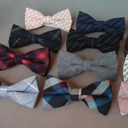 2019 pajarita rayada roja RBOCOTT algodón de los hombres Bowtie para la boda de la tela escocesa de la pajarita para los hombres de moda gris a rayas negras impresas pajaritas accesorios pajarita rayada roja baratos