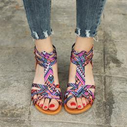 Flip flop decorações on-line-Atacado new women bohemia flat sandálias sapatos de mulher tarja talão flip flop decoração sandálias de praia sapatos casuais tamanho 35-43 2018