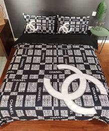 Baby-duvet-sets online-Branded Baby Erwachsene Startseite Bettwäsche-Sets Designer Damen Herren Brief Printing Cotton 4pcs / set Bettbezug-Set Bettlaken Bettbezug Pillowcase