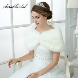 Scialli di vestito da cerimonia nuziale di inverno online-A buon mercato In magazzino wedding bolero bianco faux fur inverno donne giacca di pelliccia da sposa avvolge e scialli per abiti da sposa da sera
