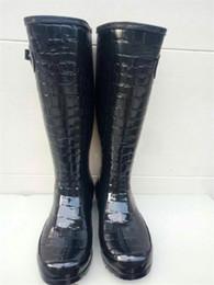 2019 высокие каблуки девочек Модные женские резиновые сапоги по колено Высокие резиновые сапоги Известный бренд Водонепроницаемые резиновые водные туфли Англия Стиль Девушка Rainshoes Низкие каблуки Rainboots дешево высокие каблуки девочек