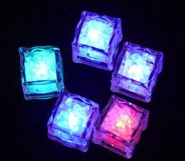 weiße blumen-mittelstücke für hochzeiten Rabatt HEISSE LED-Partei beleuchtet die Farbe, die LED-Eiswürfel ändert Glühende Eiswürfel blinkende blinkende Neuheit-Partei-Versorgungsmaterial geben Schiff frei