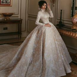 Vestidos de novia vintage encaje musulmán online-Vestidos de boda modestos del cordón del champán del cuello alto de la vendimia 2019 musulmanes Dubai Estilo árabe Mangas largas Vestidos de novia con el tren de la corte Lujo