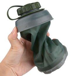2020 garrafas de água mochila Garrafa de 750ml dobrável água reutilizável dobrável Folding leve e compacto para Camping Mochila Caminhadas Escalada Garrafas Y200106 garrafas de água mochila barato