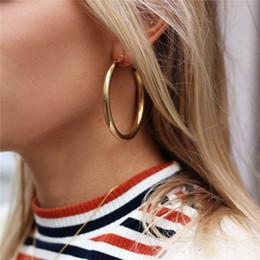 2019 orecchino singolo Orecchino di metallo circolare di spessore di tipo femminile alla moda e popolare di grande carattere di tipo femminile anello di orecchio 19 stile LXDZ orecchino singolo economici