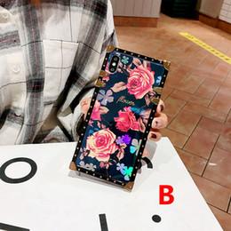 Canada One Piece Célèbre Marque De Luxe De Luxe Chic Square Designer Téléphone Cas Couverture Arrière Pour iPhone X 6 S 7 8 Plus X XS Max XR Cas pour les cadeaux cheap iphone chic Offre