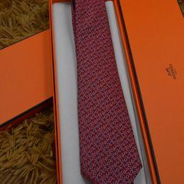 homens laço floral Desconto Mans Hombre Skinny Cravatte Padrão de letra Pajaritas Masculino Narrow Tie Vinho Tinto Musical laço 8cm para o casamento de negócios Holiday Music laço