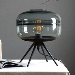 mesa cinzenta Desconto Candeeiro de mesa de vidro americano moderno quarto criativo iluminação de cabeceira marrom azul cinza sombra de vidro luz suporte de ferro lâmpada de mesa de leitura