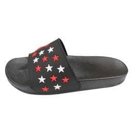 Donne coreane sandalo casual online-Pistoni di estate Maschio 2019 modelli paio di sandali per gli uomini e donne di una parola coreana casuali della spiaggia Scarpe