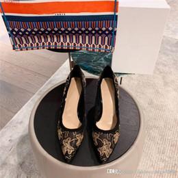 марлевые пятки Скидка Золотистые шелковые туфли высокого класса. Вышитые туфли, высокий каблук.