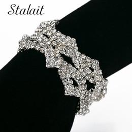 encanto de la pulsera del arco del rhinestone Rebajas Pulseras de lujo de las mujeres del encanto geométrico triángulo arco pulseras Rhinestone lleno hueco de oro / plata plateado pulsera regalo de boda