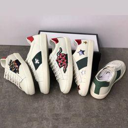 2019 cuir brodé femmes blanches Casual Shoes Mens designer chaussures de luxe baskets Broderie en cuir véritable Baskets classiques python Baskets Amour brodé cuir brodé pas cher