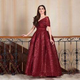 vestidos de noiva da mãe da noiva Desconto Os Recém-chegados Borgonha Lantejoulas Mãe Da Noiva Vestidos Plus Size vestido de Baile 2019 Árabe Fora Do Ombro Noite Vestido Formal