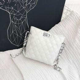 ea25c7d6a5 2018 vendita calda borse in pelle femminile per le donne giallo bianco  signore piccola catena di blocco mini borse a tracolla crossbody bolsos  mujer nuovo