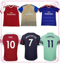 bbf3ea528ce Nouveau arsenal 2019 2020   10 OZIL domicile maillot de football rouge 18 19  AUBAMEYANG maillot de foot extérieur LACAZETTE troisième maillot de foot  des ...