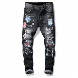 Calças de crachás on-line-2019 Rips Crachá Dos Homens Stretch Jeans Preto Designer de Moda Slim Fit Lavado Motocycle Calças Jeans Painted Hip HOP Calças 10200