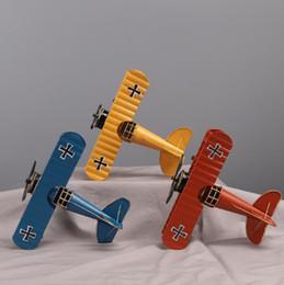 Modelos de guerra mundial on-line-Retro modelo de avião de ferro forjado europeu Criativo Segunda Guerra Mundial aeronave dom decoração artesanato de metal casa de moda criativa