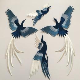 Ropa hecha a mano decoración online-Pájaro bordado pegatinas de tela azul phoenix gran parche apliques ropa decoración cheongsam accesorios hechos a mano diy adhesivo de planchado