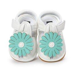 0-18 месяцев Белый детские сандалии обувь Мода принцесса квартира с младенческой сандалии лето синий цветок мягкой подошвой малыш девушка от Поставщики мягкие белые белые туфли