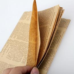 Accesorios de papel de envolver online-52x75 cm Papel de envolver Periódico Vintage Envoltorio de regalo Paquete de embalaje de Artware Papel Kraft de Navidad Color accesorios